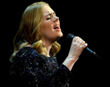 Adele revela que está casada