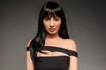 Chloe Ferry fica igual à Kylie Jenner em ensaio fotográfico