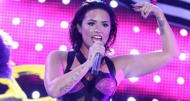 VMA: Reação Taylor e Selena