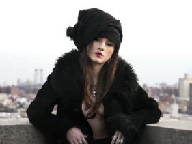 Lia Paris estreia com o clipe Wild Boy