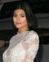 Kylie Jenner compartilha seu primeiro teaser dos seus tutoriais de maquiagem