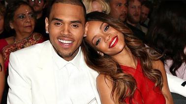 Rihanna e Chris Brown voltam a conversar por mensagem